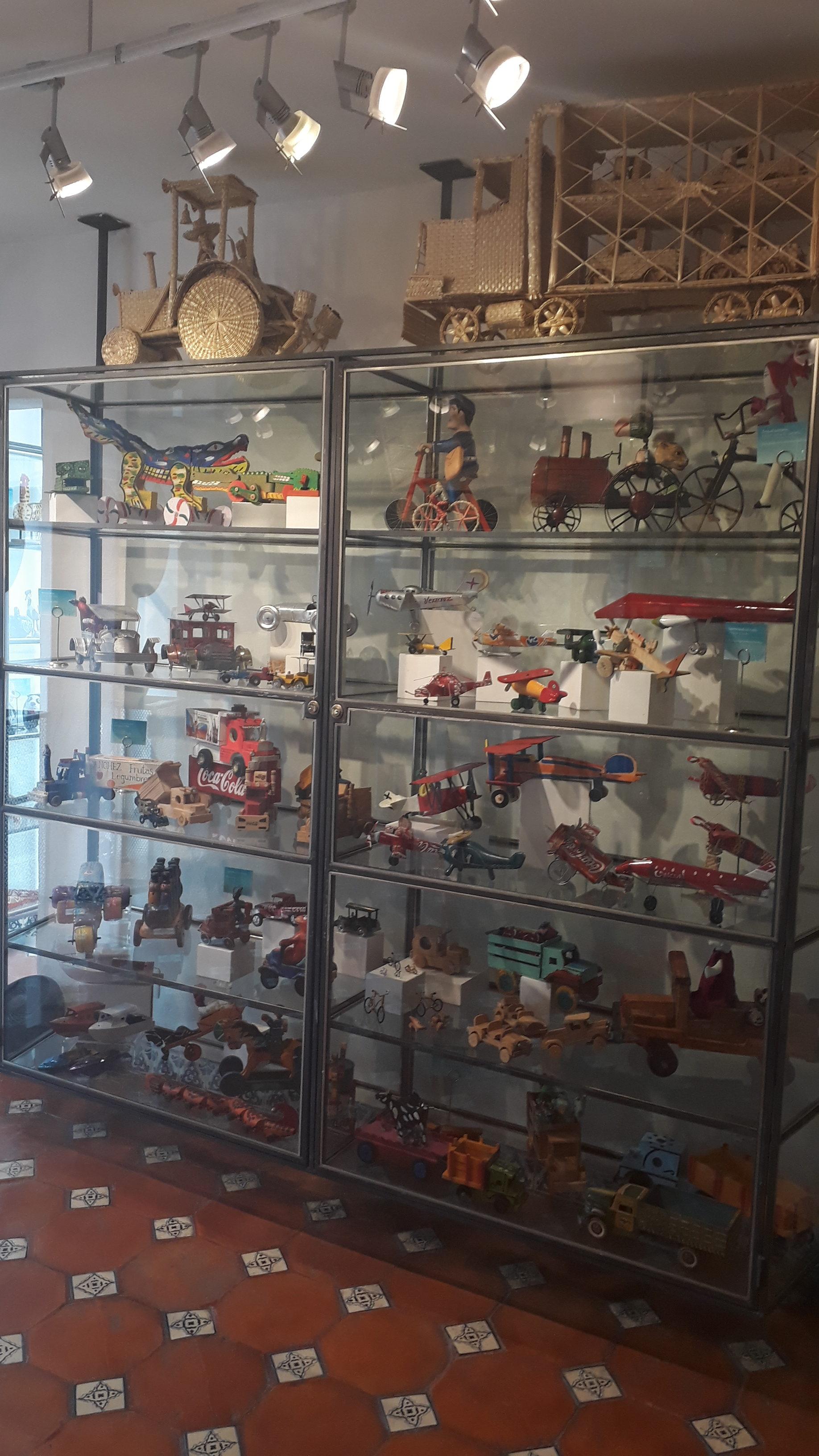 """Visita al Museo del Juguete """"La Esquina"""""""